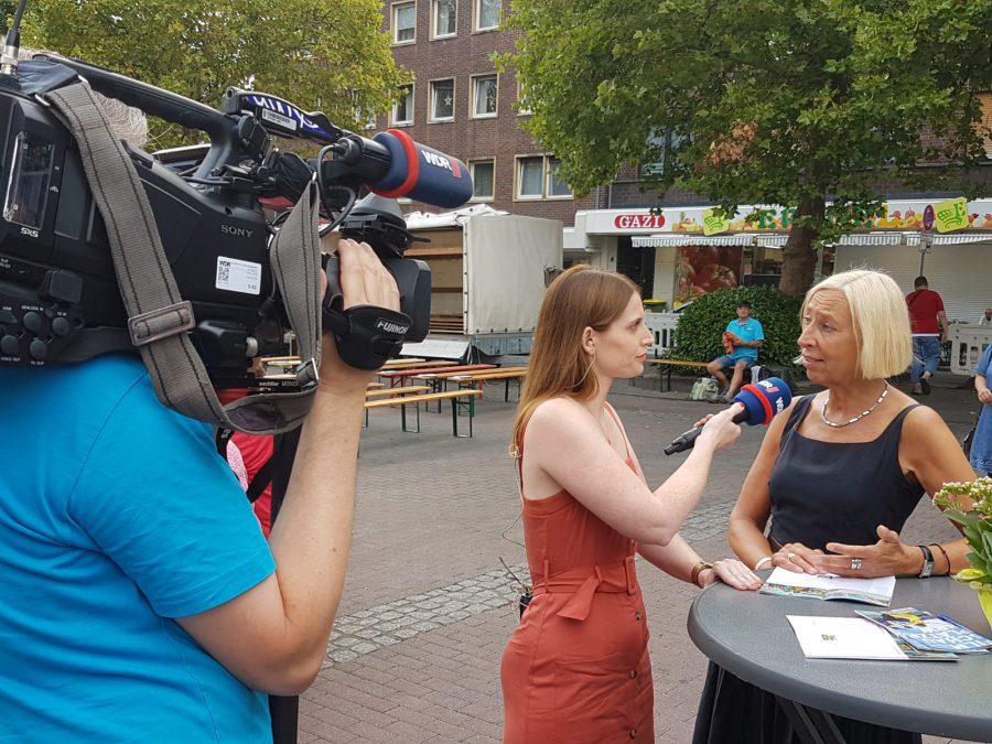 Live-Schalte: WDR Lokalzeit beim FilmSchauPlatz in Oberhausen