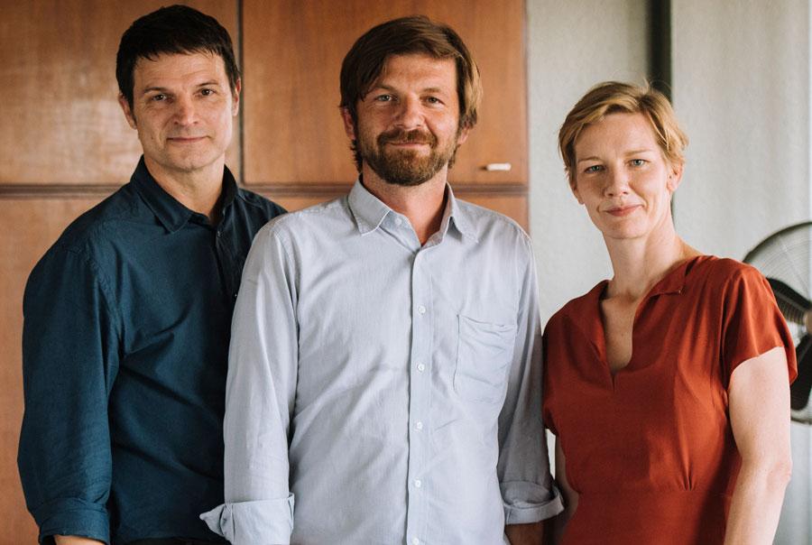 Der Regisseur mit seinen beiden Hauptdarstellern © Komplizen Film / Martin Rottenkolber